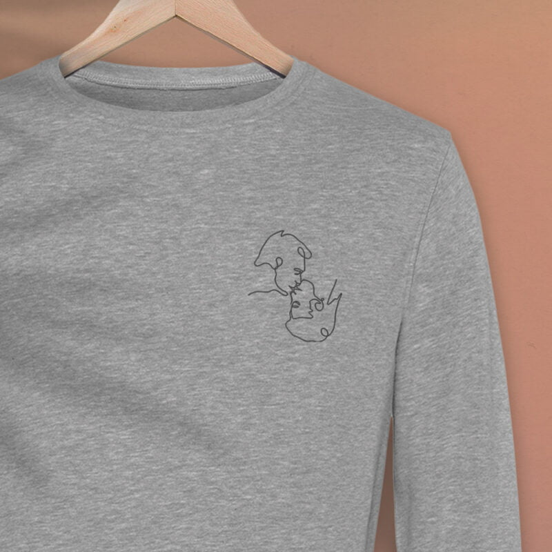 Regular fit sweat with an embroidery on the left chest. The embroidery shows 2 men doing a 69 kiss. The drawing is made from a single pencil line. Sweats - LGBTQ+ Gay Pride Apparel - monoline premium 2