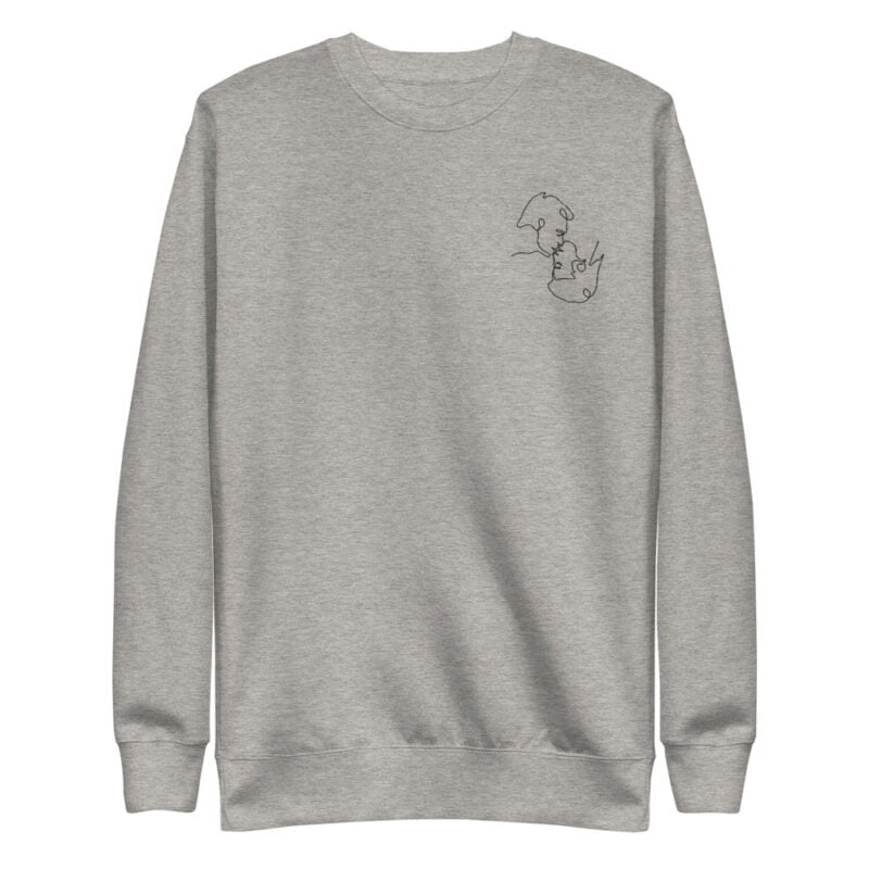 Regular fit sweat with an embroidery on the left chest. The embroidery shows 2 men doing a 69 kiss. The drawing is made from a single pencil line. Sweats - LGBTQ+ Gay Pride Apparel - unisex fleece pullover carbon grey front 60a3a1397da05