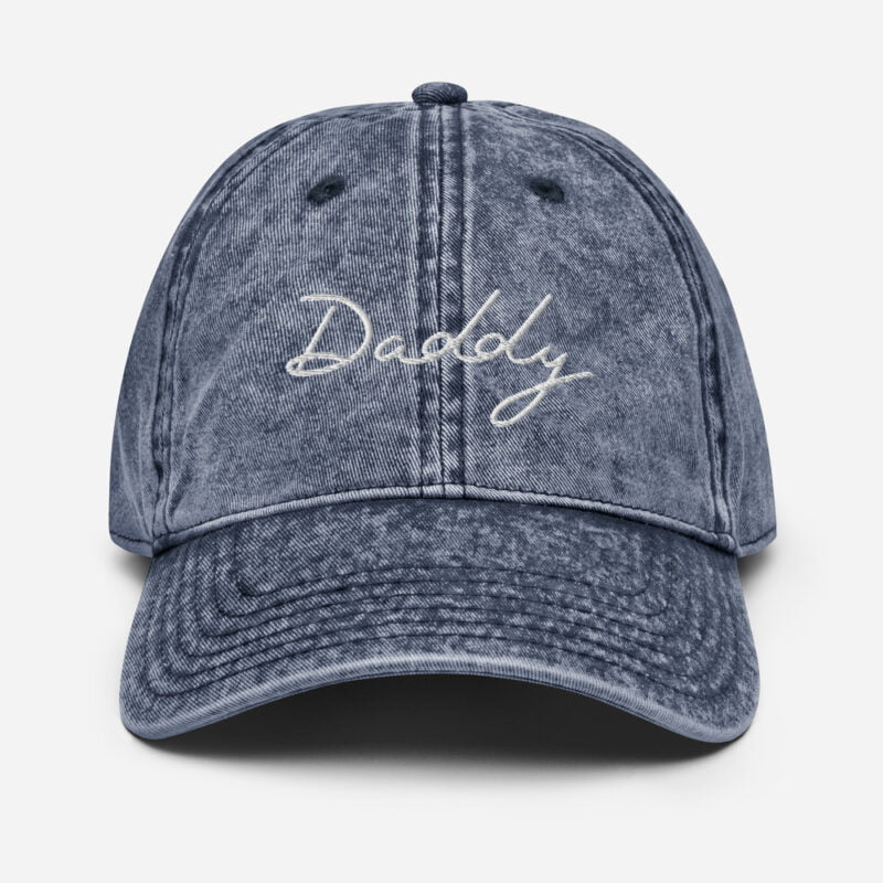 Dad hat with an handwritten embroidery. The word Daddy is written in white or purple depending on the color. Cap - LGBTQ+ Gay Pride Apparel - vintage cap navy front 60a2c17a637b9